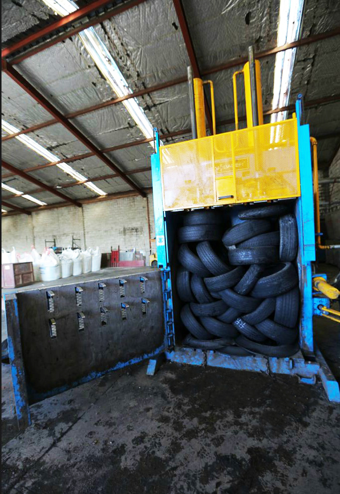 Standard Heavy Duty Baler for High Rebound Material (eg. Tire Balers )